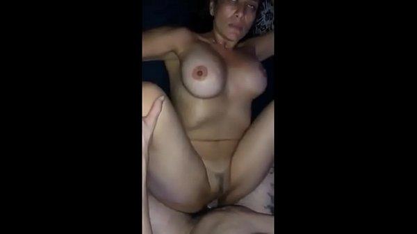 Chegando ao orgasmo dando para os amigos do marido corno www.aumentarpica.com